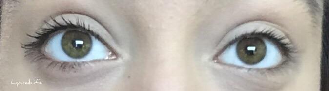 Left - mascara, right - bare lashes